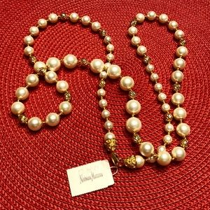Beautiful Pearl necklace with Gold spacers